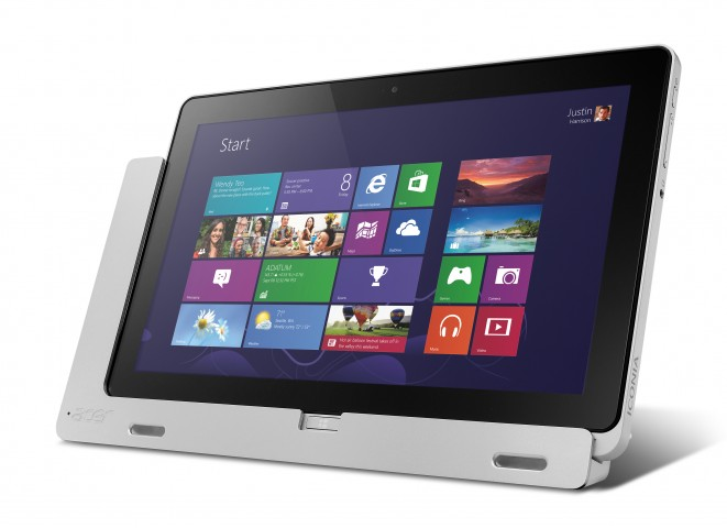 Acer Iconia Tab W700 in Docking