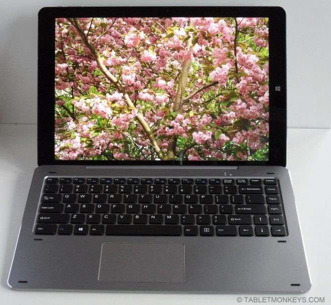 Chuwi Hi13 Review  - 3000x2000 tablet in laptop mode with keyboard