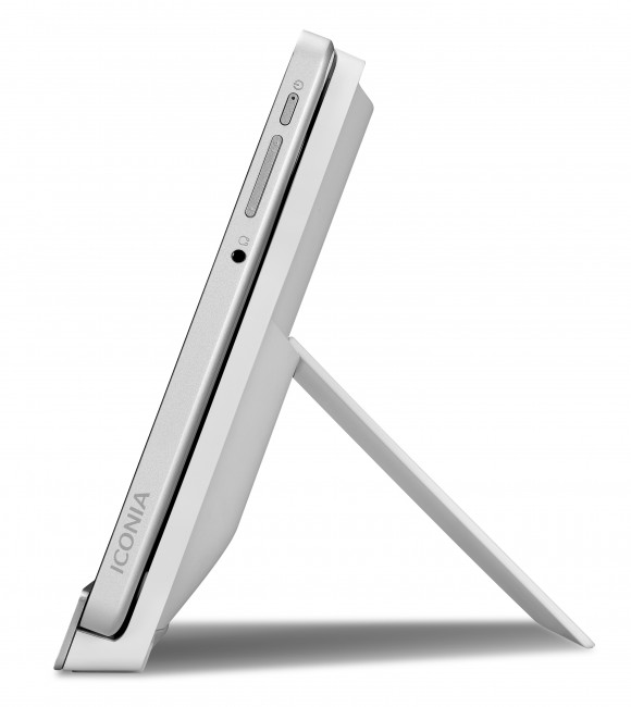 Acer Iconia Tab W700 in Dock Left Side