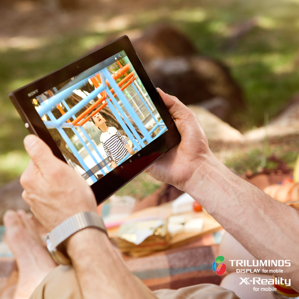 Sony Xperia Z2 Tablet outdoors